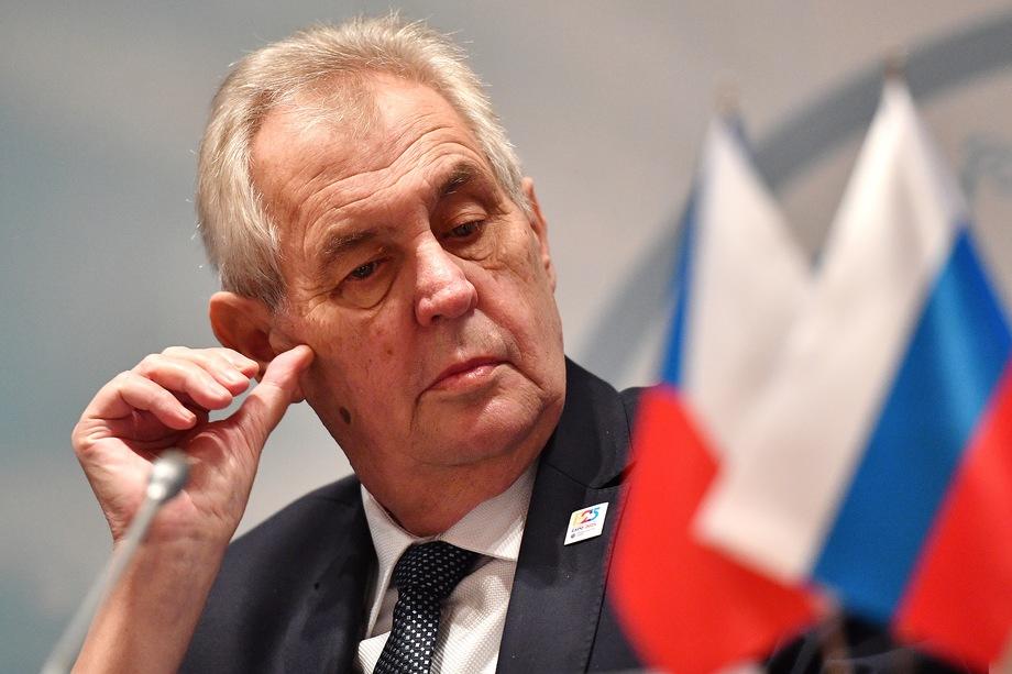 Чешские СМИ заподозрили, что Милош Земан (на фото), известный своей симпатией к России, дал Неедлы устный указ о проведении встречи, чтобы не провоцировать оппозицию.