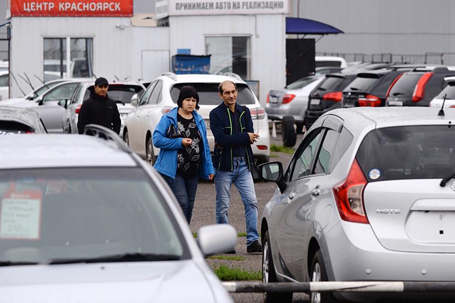 Однако в целом пандемия и эпидемиологическая обстановка подстегнули желание россиян иметь собственный автомобиль. Но в условиях кризиса взгляды потенциальных покупателей направлены на авто с пробегом.