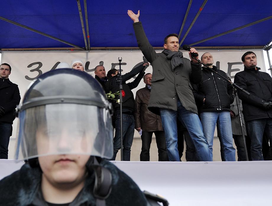 На роль лидера антипутинского движения был выбран Алексей Навальный, уже имевший опыт подобной деятельности.