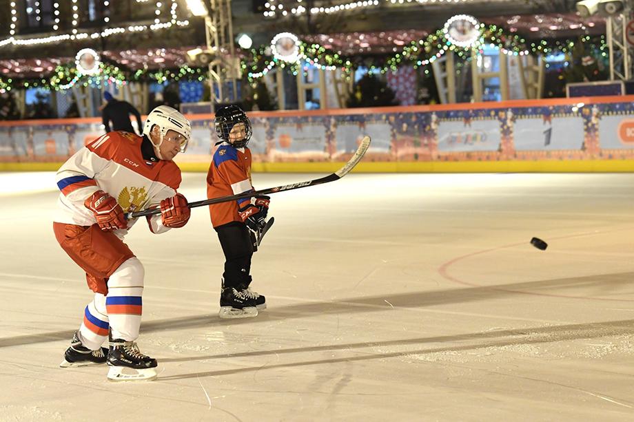 Владимир Путин исполнил желание Димы Ащепкова покататься на коньках на Красной площади.