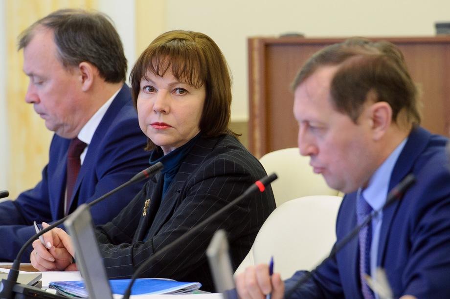 Галина Кулаченко также разослала письма депутатам свердловского заксобрания, в которых сообщила, что 23 декабря завершает государственную службу.