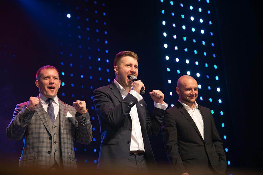 Участники екатеринбургской криптотроицы: Евгений Лебедев (по центру) и Артём Юрзин (справа).