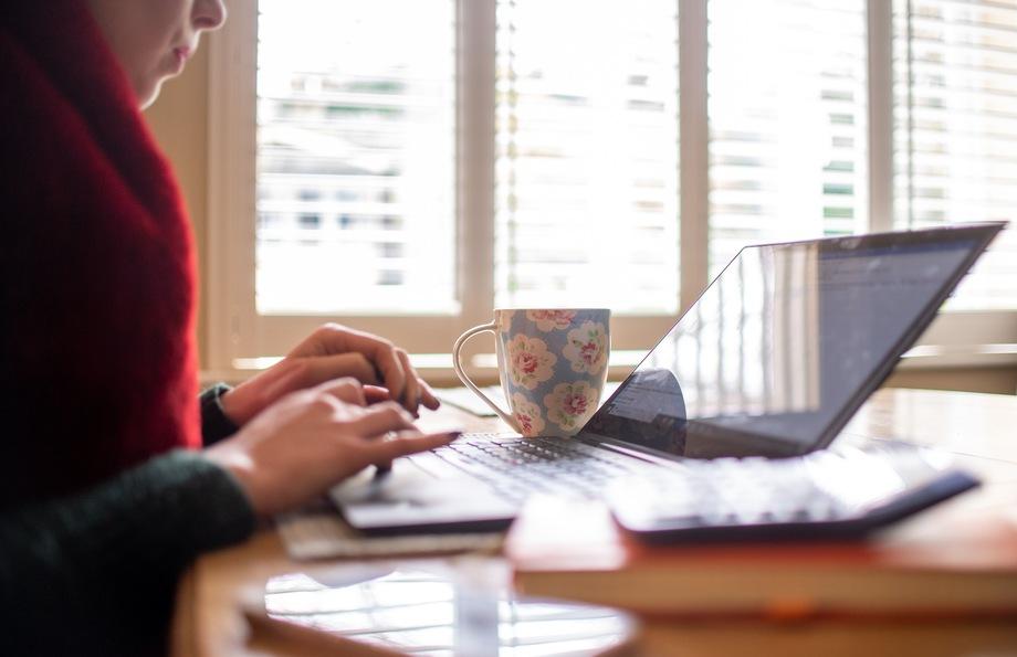 Руководство организаций соглашается хотя бы на онлайн-праздник: за девять месяцев 2020 года командный дух упал – людям тяжело работать из дома.
