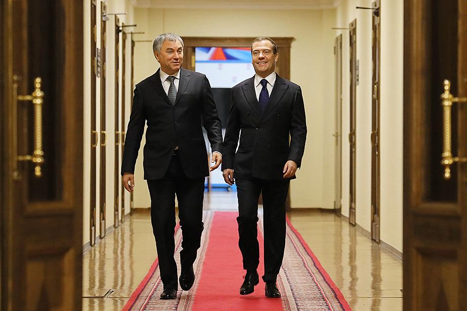 По данным источников «Октагона», назначение Владимира Васильева состоялось благодаря найденному компромиссу между Дмитрием Медведевым (на фото справа) и Вячеславом Володиным (на фото слева).