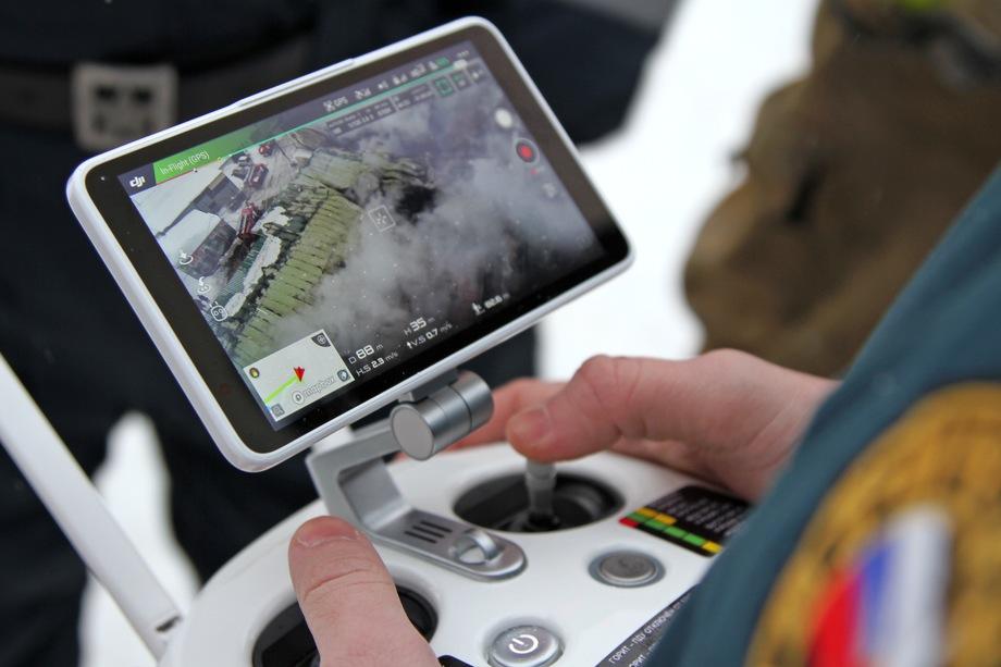 На сегодняшний день сотрудники ведомства применяют беспилотники в качестве системы оповещения на воде для предупреждения граждан об опасности.