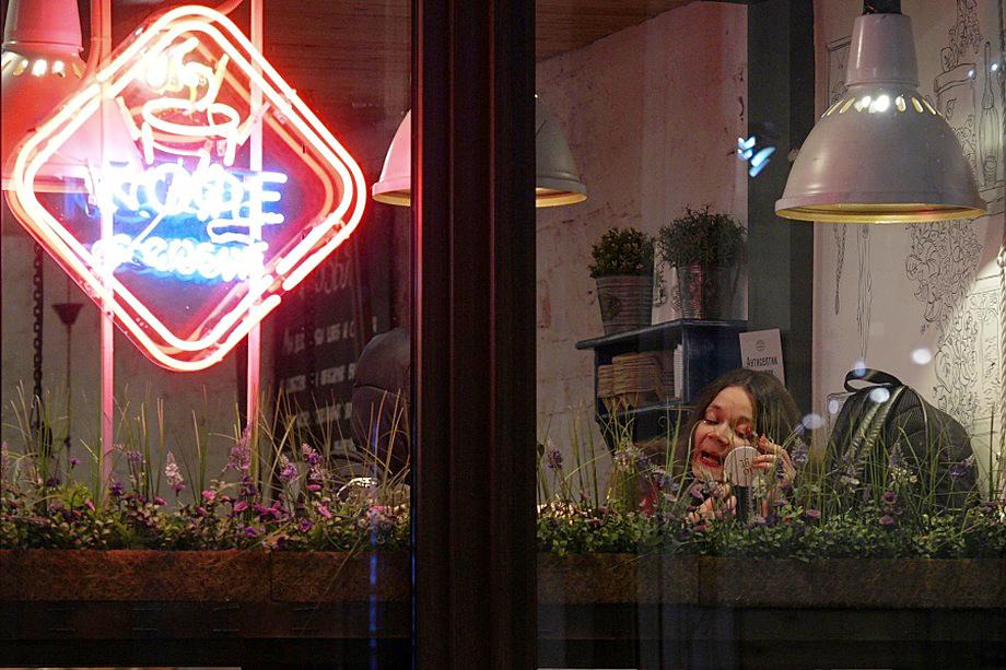 Власти Санкт-Петербурга решили полностью приостановить работу кафе и ресторанов в городе на период с 30 декабря по 3 января.