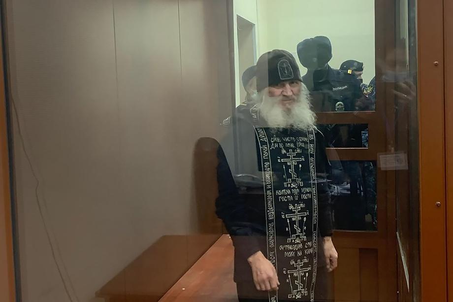 Бывшего схиигумена Сергия обвиняют в склонении к самоубийству, нарушении права на свободу совести и вероисповедания и самоуправстве.