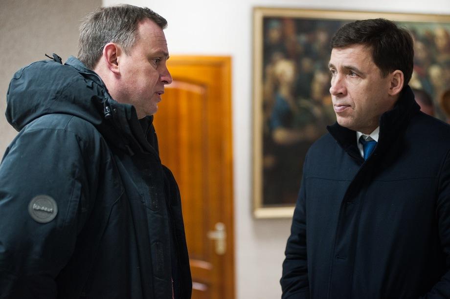 Пинаева (на фото слева) главе Свердловской области Евгению Куйвашеву (на фото справа) представил начальник ММУ МВД «Нижнетагильское» Ибрагим Абдулкадыров.