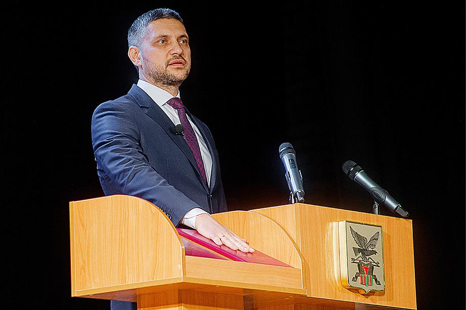 Избранный губернатор Забайкальского края Александр Осипов во время церемонии вступления в должность.