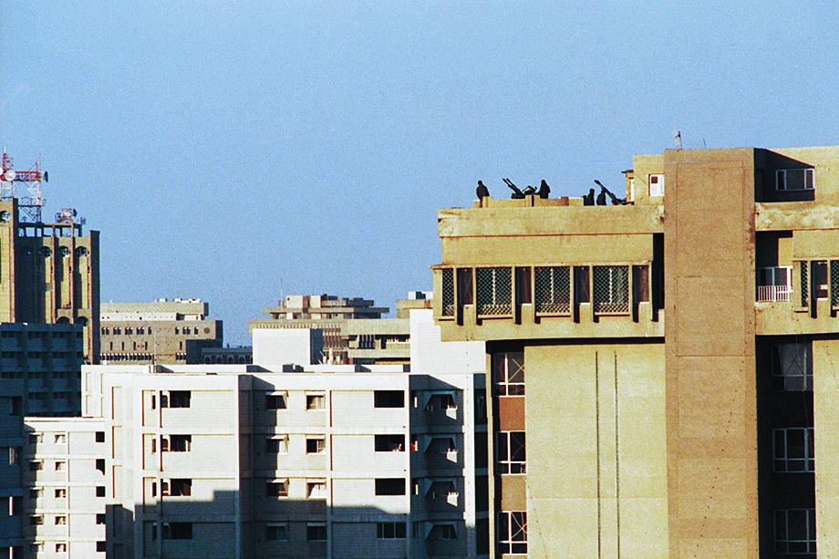 Зенитки, установленные на крыше здания в Багдаде. 1 марта 1991 года.