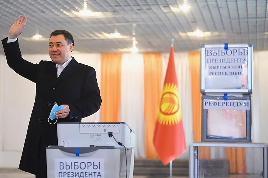 После подсчёта более 80 процентов голосов и. о. президента Садыр Жапаров лидирует с результатом 80,6 процента.