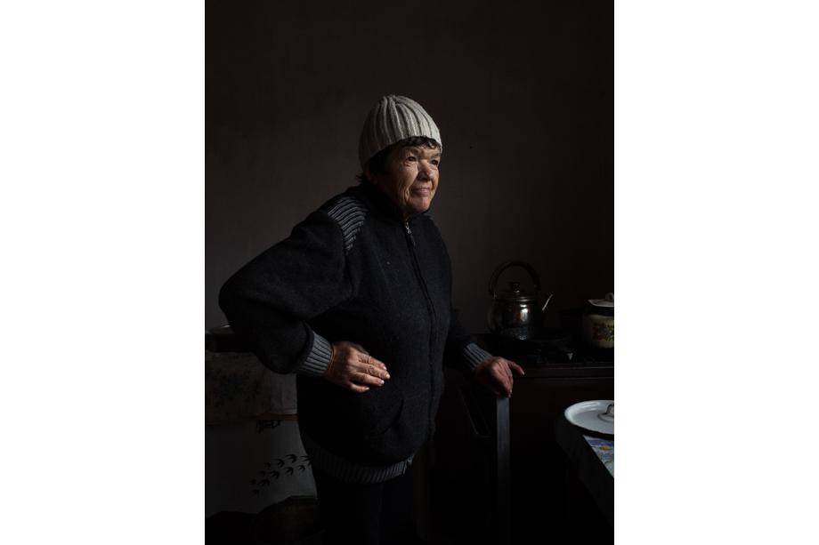 Вера Степановна, 59 лет. Родом из Севастополя. Трое детей, шестеро внуков. Родственники выписали женщину из дома, и почти пять лет она «бомжевала», пока не начались серьёзные проблемы со здоровьем. Волонтёры забрали её из двухэтажного заброшенного дома, в котором Вера Степановна жила вместе с другими бездомными. Женщина провела в «Теремке» полгода, в 2020 году получила паспорт гражданина Российской Федерации и переехала жить к дочери.