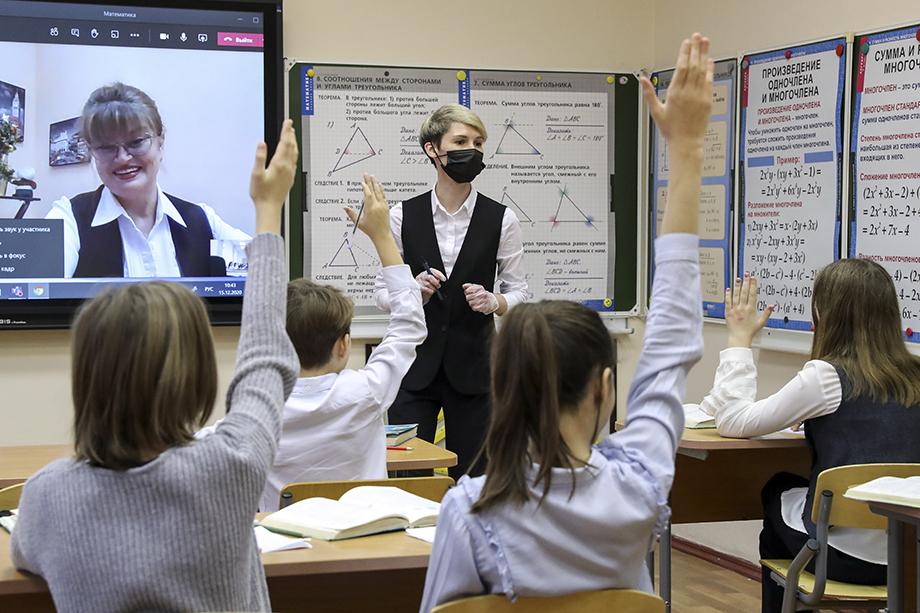 Сергей Собянин подчеркнул, что школы должны строго соблюдать меры эпидбезопасности.