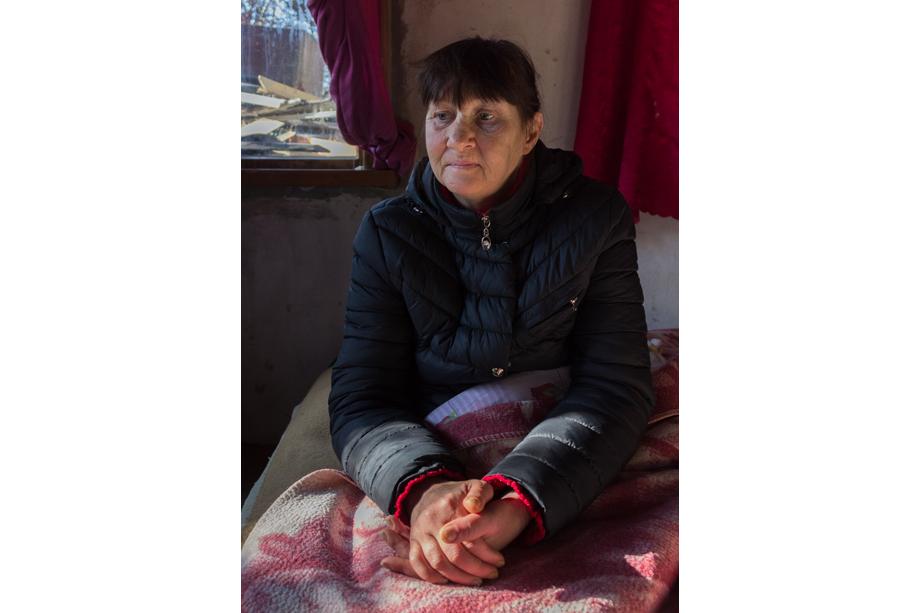 Наталья, 47 лет, из Симферопольского района. Есть сын. Наталью волонтёры забрали с лавочки около больницы. Год назад на пешеходном переходе её сбил автомобиль. Минздрав Севастополя отказал женщине в операции, потому что у неё нет регистрации и полиса ОМС, выданного Симферопольским районом. Наталья жила в «Теремке» в ожидании госпитализации. В декабре её прооперировали.