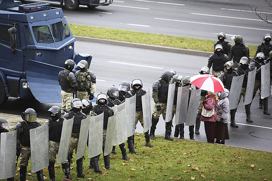 Обстановка в Белоруссии после нескольких крайне неспокойных месяцев, на первый взгляд, стабилизировалась, но внутреннее напряжение чувствуется и по сей день.
