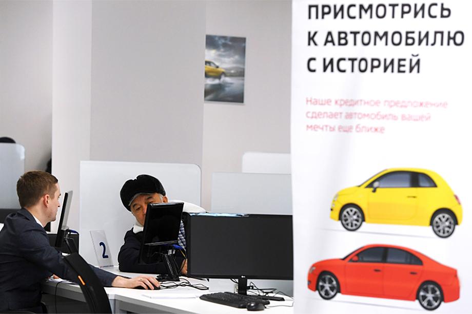 Официальные дилеры «вкусными» предложениями заманивают покупателей в салон. Дальше вам либо предложат новый автомобиль по совсем другой цене, либо будут активно предлагать машину с пробегом.