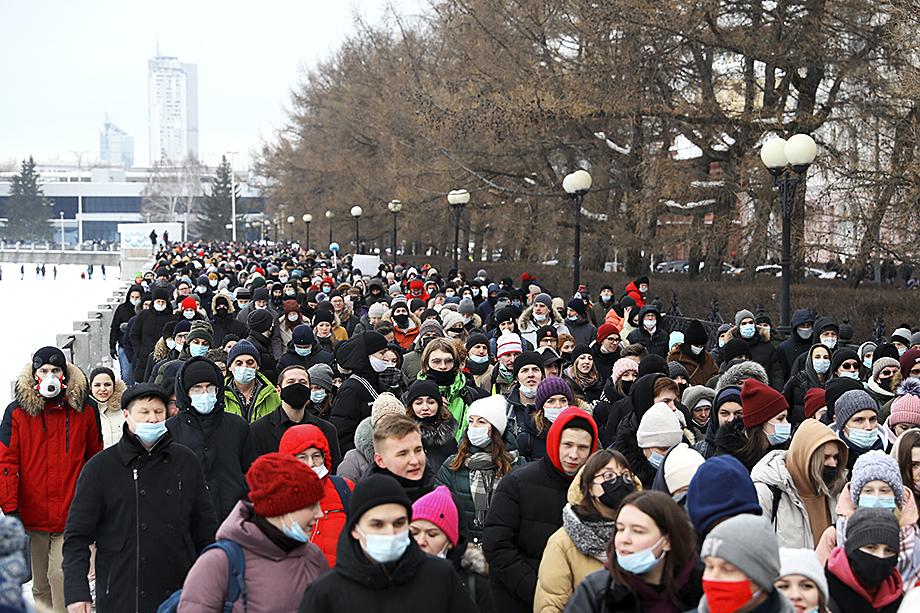 23 января наиболее многочисленные и агрессивные толпы «за Навального» были замечены во Владивостоке, Екатеринбурге и Санкт-Петербурге – городах, где работают американские консульства.