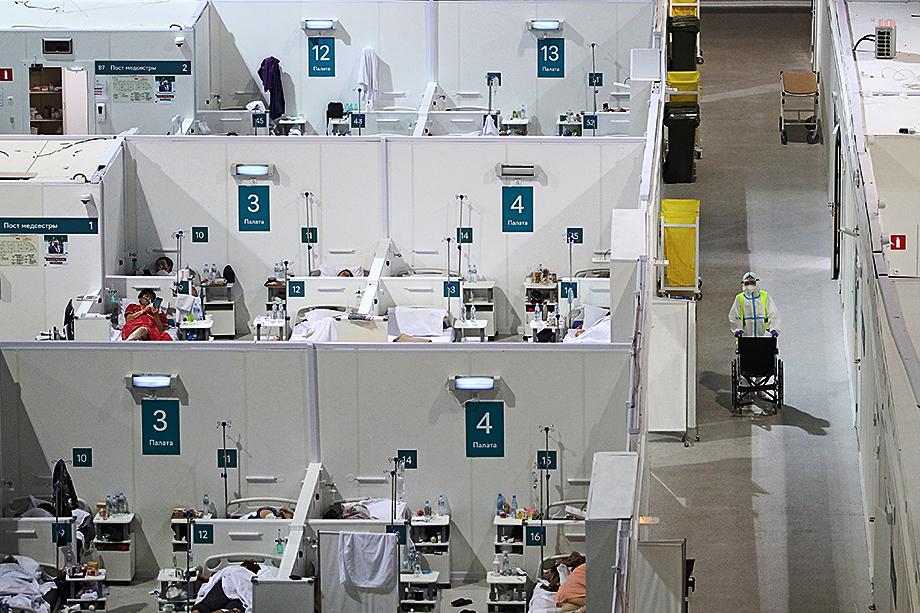 Ещё до начала пандемии в России ощущалась острая нехватка медработников: около 40 тысяч врачей, а среднего персонала – в разы больше.