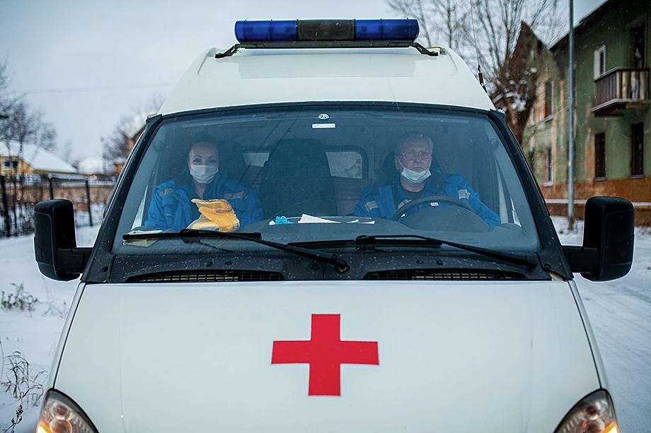 В Москве заработная плата фельдшера скорой составляет от 90 до 120 тыс. рублей, а в субъекте – от 25 до 35 тыс. рублей.