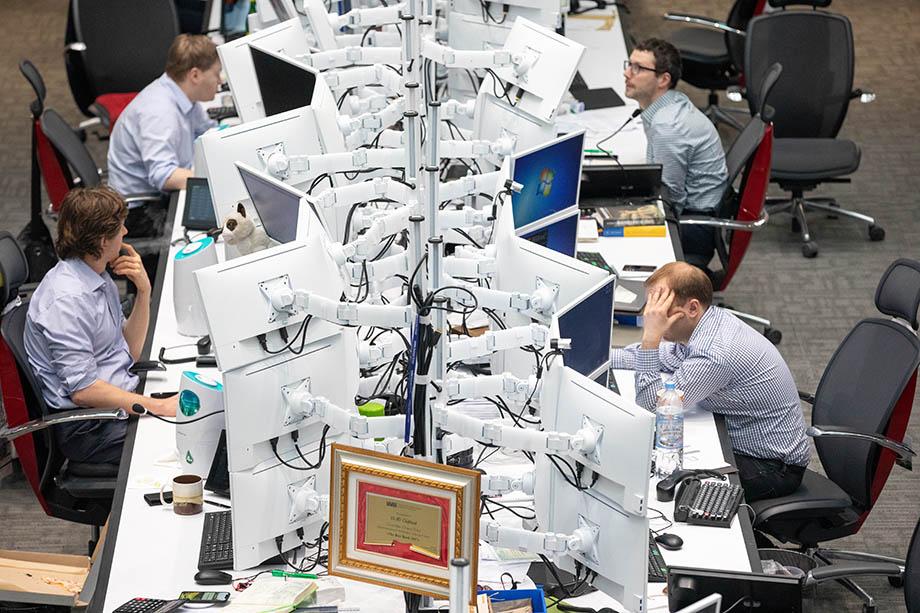 Чаще всего виновниками утечек становятся менеджеры по работе с клиентами (более 40 процентов), бухгалтеры и финансисты (22 процента) и менеджеры снабжения (20 процента).