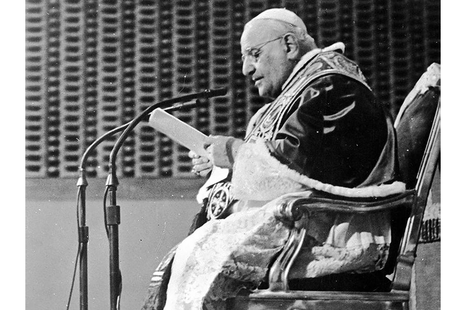 10 сентября 1961 года. Папа Иоанн XXIII передаёт послание миру по радио из своей летней резиденции в Кастель-Гандольфо.