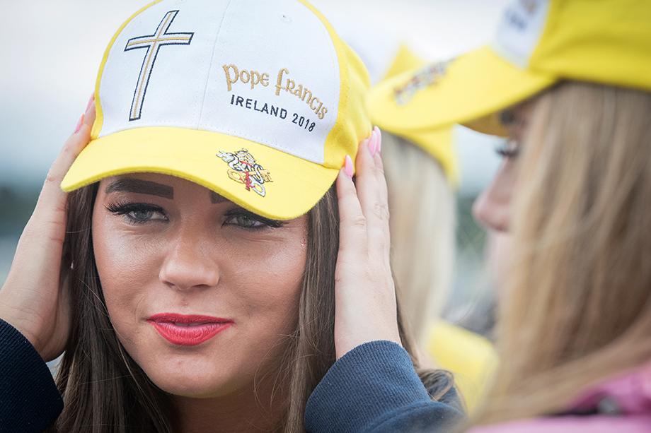 10 января 2021 года папа Франциск официально узаконил право женщин-мирянок исполнять во время богослужений ряд функций, в частности чтецов и аколитов (алтарников). Ранее эти функции были закреплены исключительно за мужчинами.