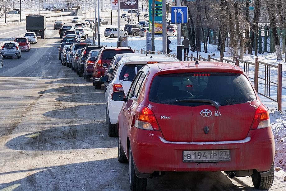 Дефицит топлива на заправках в Хабаровском крае длился несколько недель, поставки начались лишь несколько дней назад.
