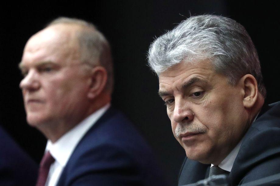 Павел Грудинин (справа).
