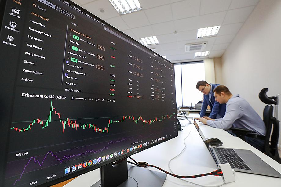 У россиян есть более безопасная возможность заработать на росте криптовалют, не прибегая к услугам малопонятных компаний, – например, самостоятельно торговать на криптобиржах.