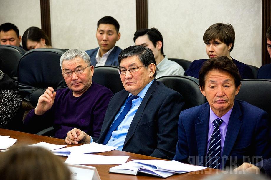 Деньги бывшему министру (на фото – в центре) одолжил предприниматель из Коченёво Новосибирской области Виктор Усатый.