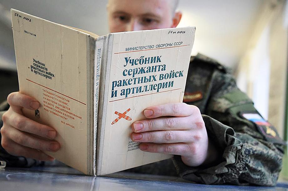 Российские писатели констатируют, что книг о современной армии практически нет.