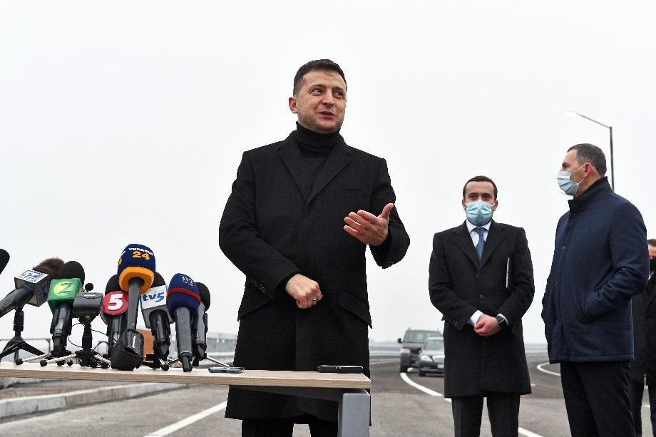 Президент Зеленский вынужденно перенимает стиль управления предшественника.
