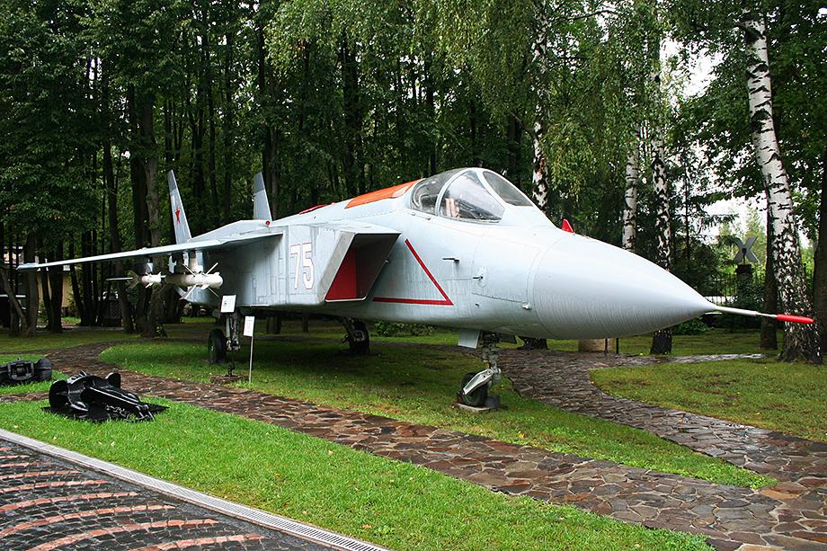 Журнал The National Interest привёл свидетельства того, что многие технологии F-35 «заимствованы» у советского истребителя Як-141.