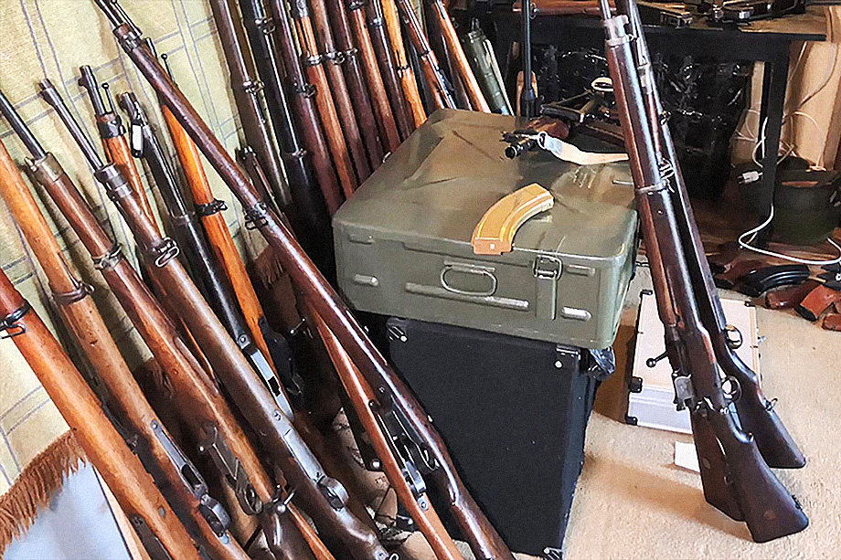 Боеприпасы, обнаруженные во время обыска сотрудниками ФСБ РФ. Март 2020 года.