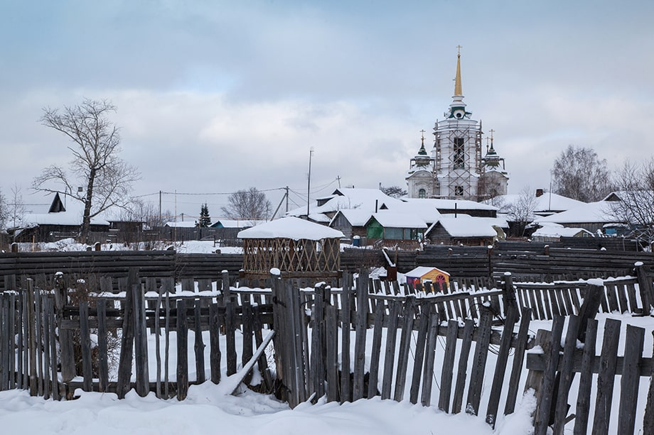 Вид на село Быньги и храм Николая Чудотворца.