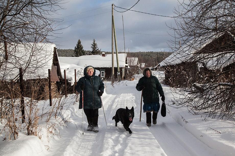 Ольга Фролова с соседкой в Сербишине.