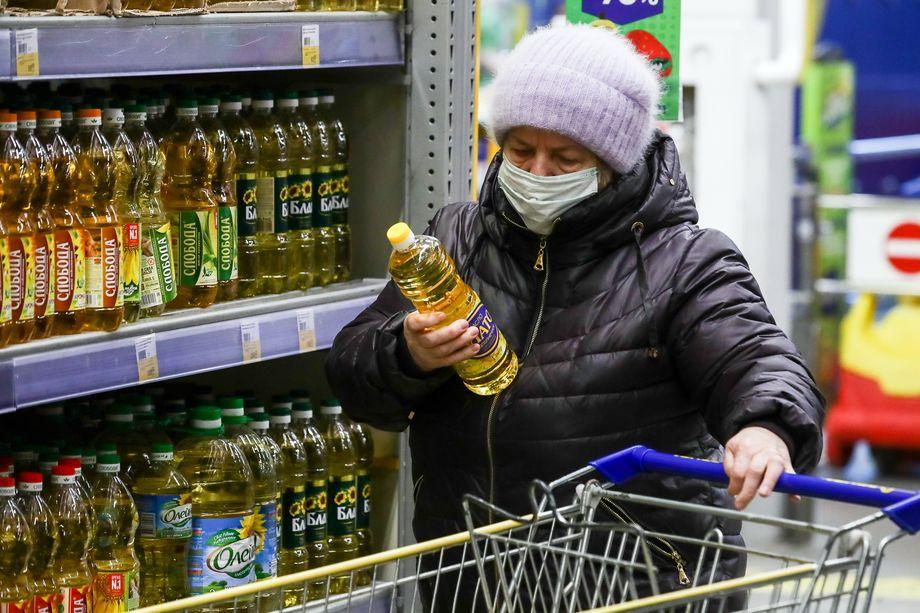 Разговоры о пенсиях и пособиях уже начинают раздражать россиян – все эти «материальные блага» тут же съедает инфляция в компании с ростом цен на продукты и услуги.