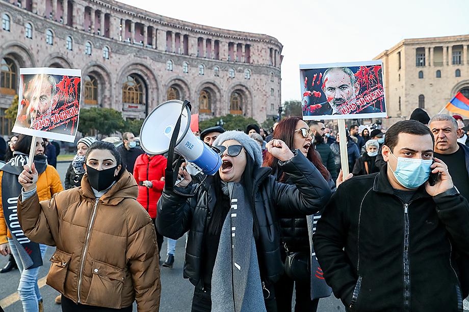 С момента проигрыша в войне за Нагорный Карабах в Ереване не стихают митинги за отставку Пашиняна.