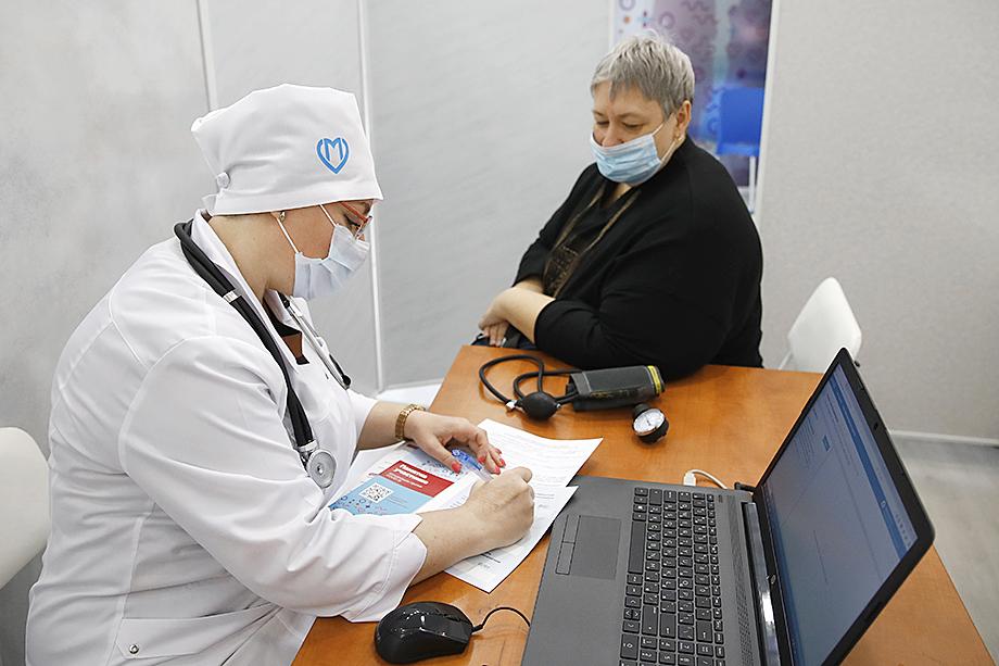 Одновременно с ростом числа привитых от коронавируса россиян растёт и рынок продажи поддельных документов о вакцинации.