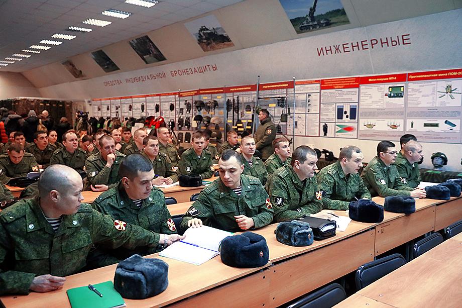 Возникшие вопросы требуют сложных объяснений военно-политической обстановки.