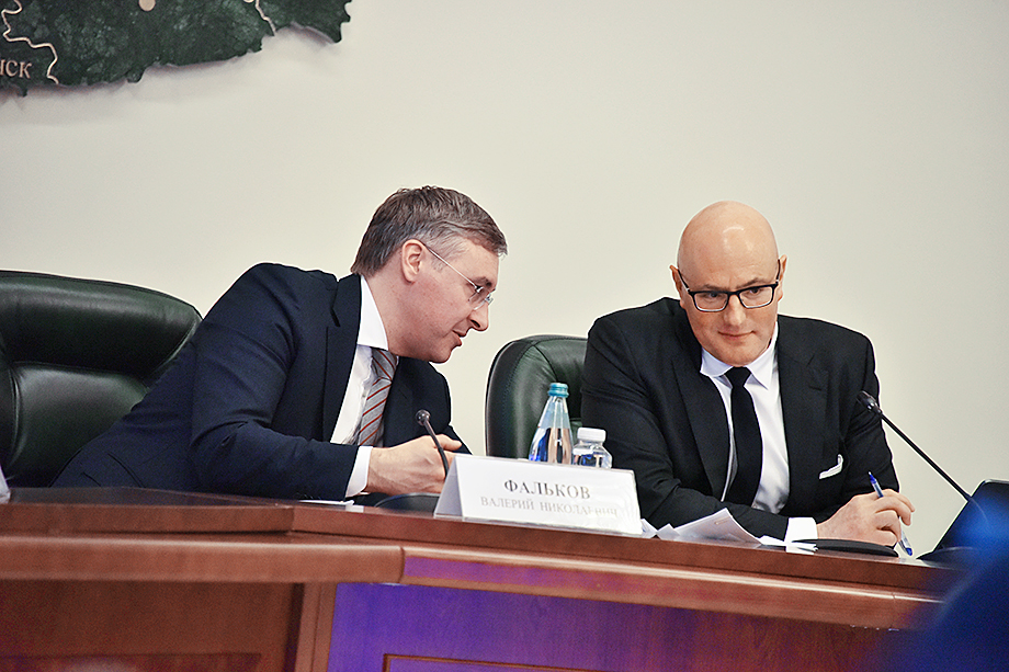 Валерий Фальков (слева) заявил, что успех научных центров зависит от глав регионов. Валерий Фальков