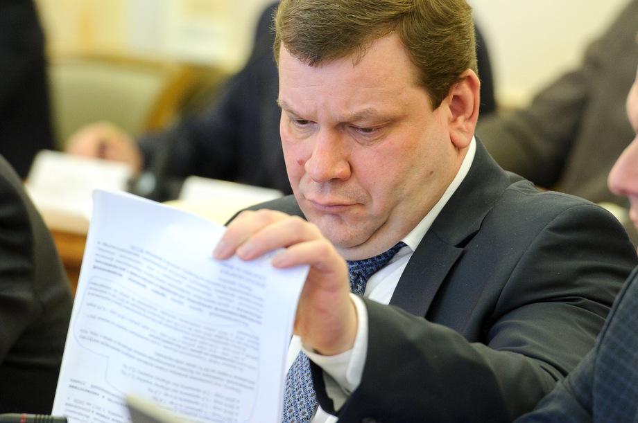 В этом году все решения принимаются исключительно на заседаниях областного штаба «Единой России», где столицу Урала представляет только Дмитрий Ноженко.