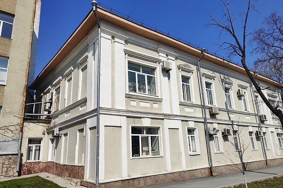 Ради строительства нового корпуса университета и кампуса придётся пожертвовать историческим зданием первого уездного училища, которое, увы, не является объектом исторического наследия.