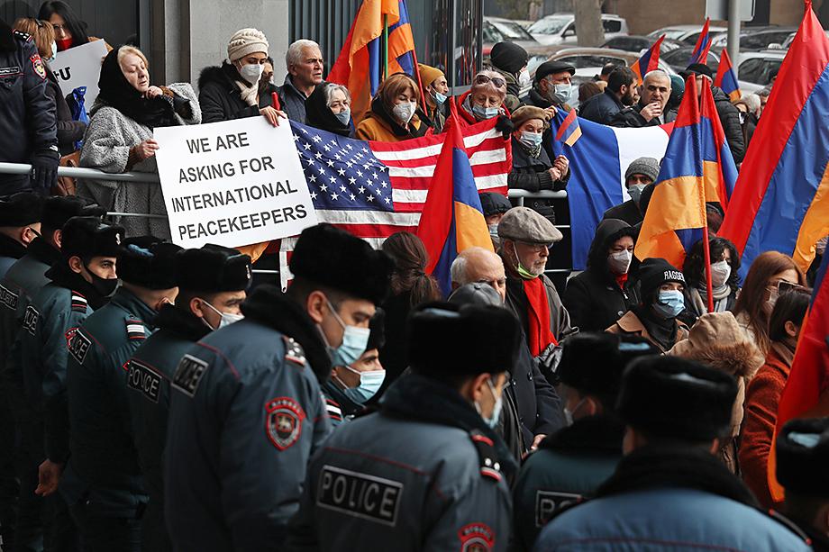 Признание Байденом геноцида армян всколыхнуло антироссийские настроения, подпитанные темой русско-турецкого сотрудничества.