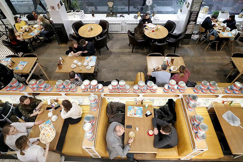 Уральцы устали от пандемии и вернулись в кафе и рестораны.