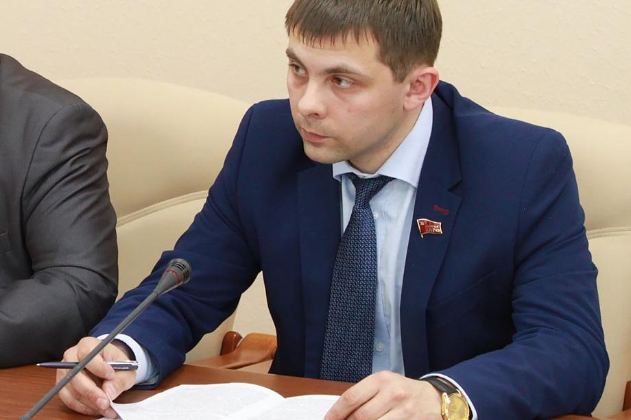 Глава Коми не отреагировал на инициативу Олега Михайлова (на фото) встретиться в телеэфире и публично обсудить произошедший между ними инцидент.