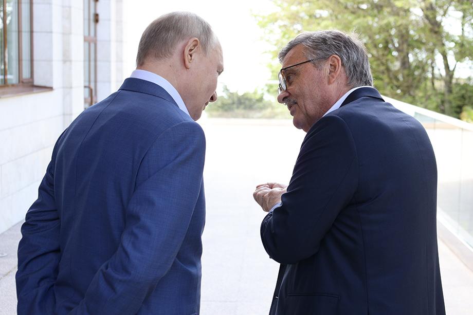 Фазель выразил надежду на скорое открытие арены в Петербурге.