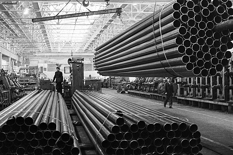1973 год. Участок сварных труб Куйбышевского металлургического завода.
