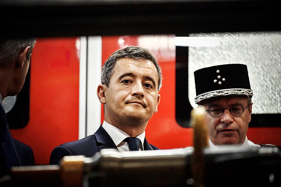 Жеральд Дарманен, министр внутренних дел, обвинил анонимных авторов нового обращения к президенту в политизированности и трусости.