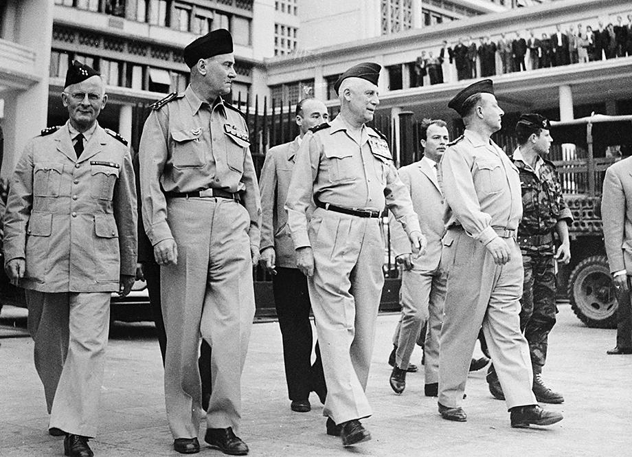 Четыре бывших генерала, ответственных за мятеж в Алжире против политики президента де Голля в апреле 1961 года: (слева направо) Андре Зеллер, Эдмон Жуо, Рауль Салан, Морис Шалль. 80 лет спустя ситуация опять повторяется.